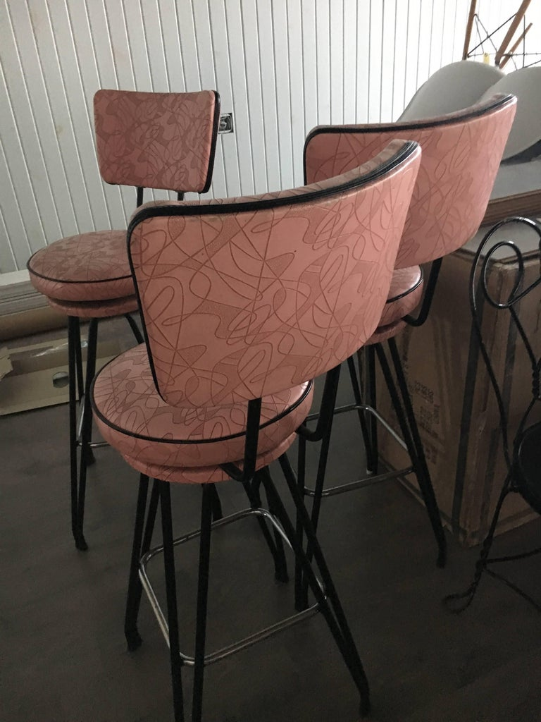 Set of Three Kitch Mid-Century Bar Stools with Pink Upholstery, Black Piping 5