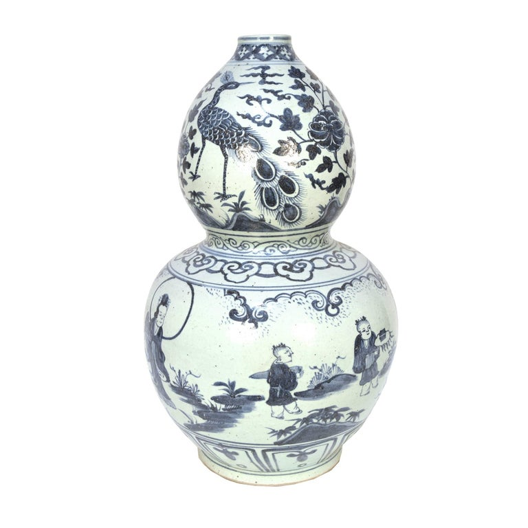 Glazed Pair of Chinese Blue-and-White Double Gourd Vases For Sale