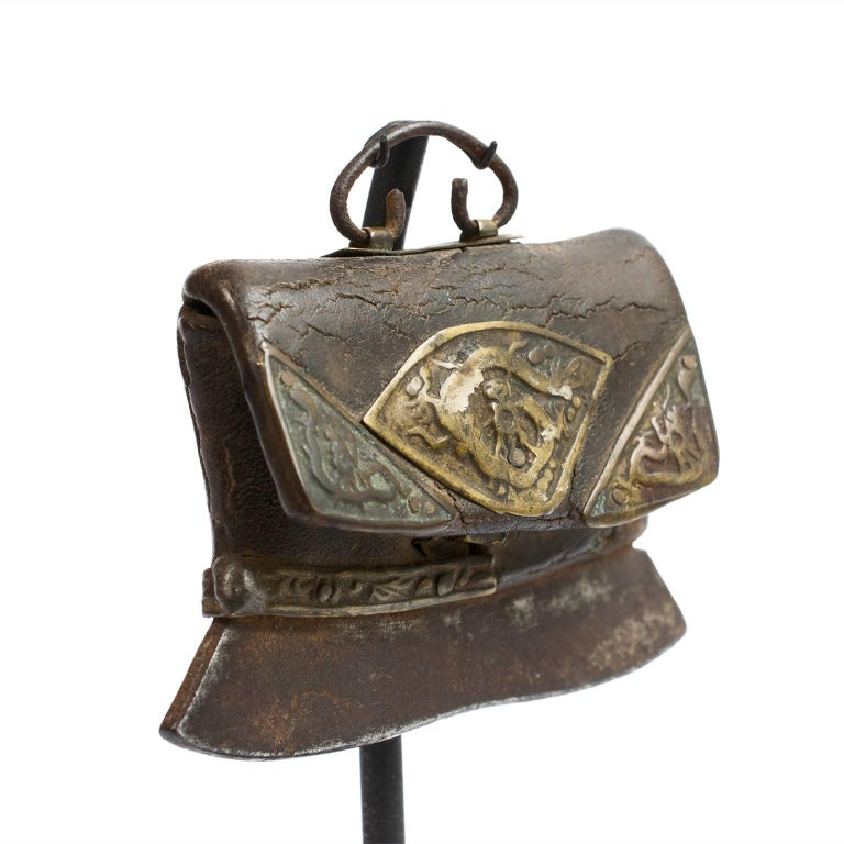Historically most Tibetan men wore flint pouches. A flint pouch has a compartment to hold a shard of flint and a dull metal blade at its bottom for striking the flint to create sparks for fire. The leather pouches are usually plain and utilitarian,