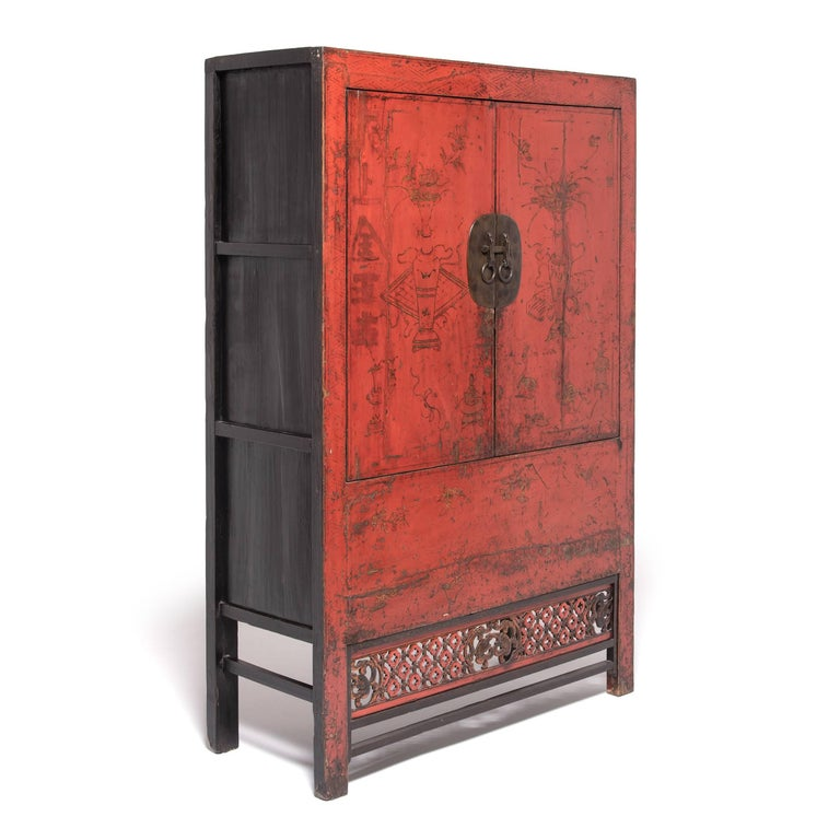 19th Century Chinese Gilt Red Lacquered Cabinet For Sale 2