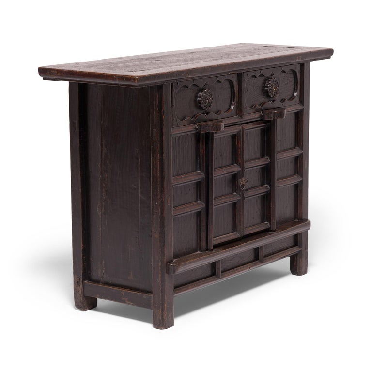 Early 20th Century Chinese Provincial Chrysanthemum Chest In Good Condition For Sale In Chicago, IL