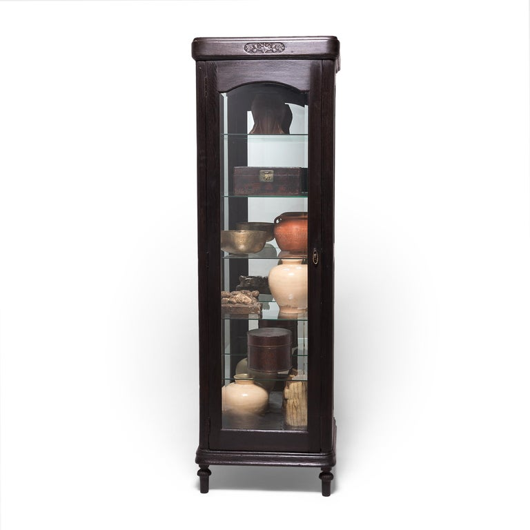 Early 20th Century Chinese Display Cabinet For Sale 1