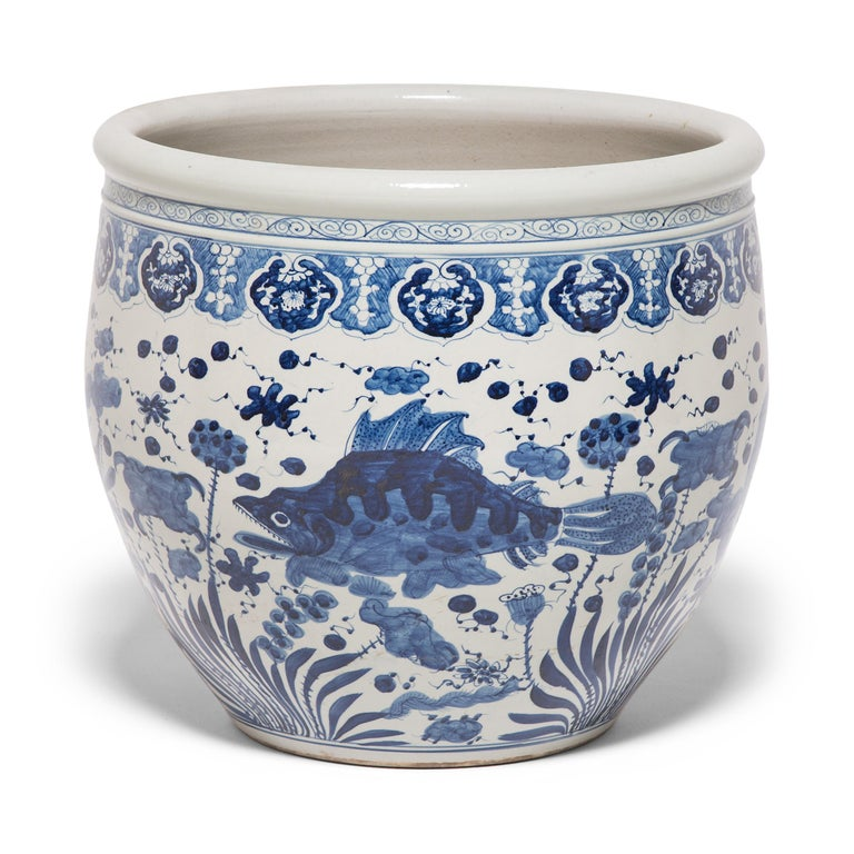 Chinese Blue and White Fish Bowl In Excellent Condition For Sale In Chicago, IL