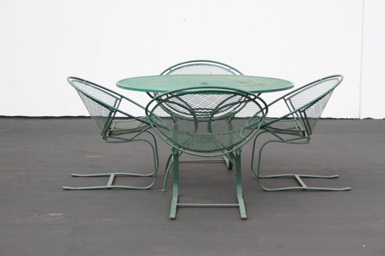 Mid-20th Century Mid-Century Modern Salterini Patio Set Table with Four Radar Chairs For Sale