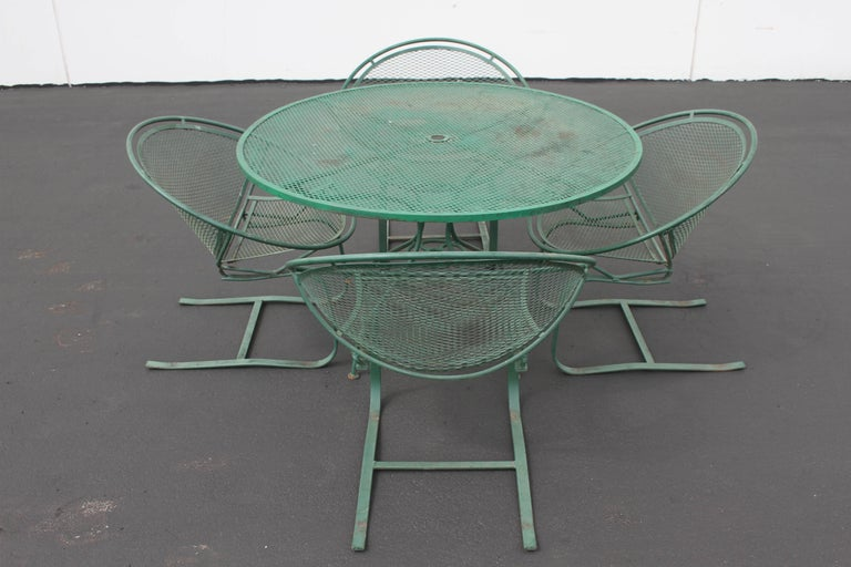 Wrought Iron Mid-Century Modern Salterini Patio Set Table with Four Radar Chairs For Sale