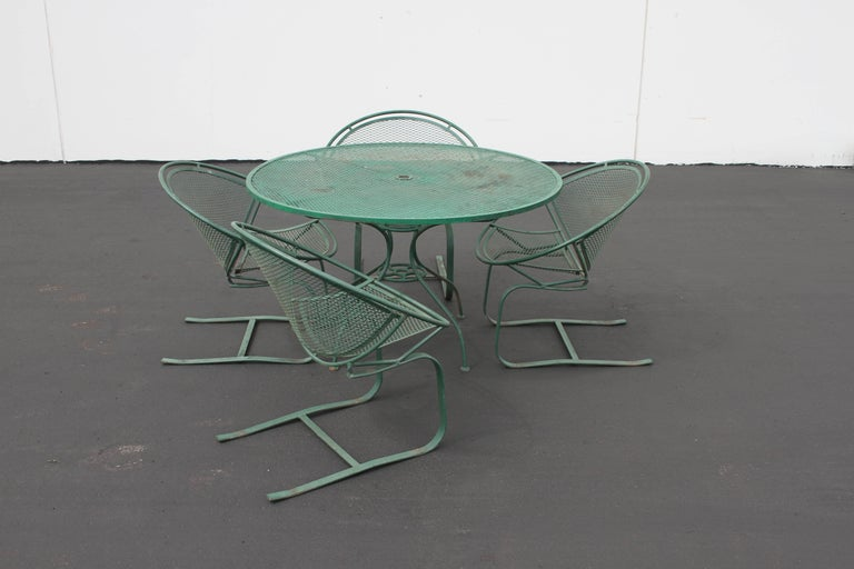 Mid-Century Modern Salterini Patio Set Table with Four Radar Chairs For Sale 1