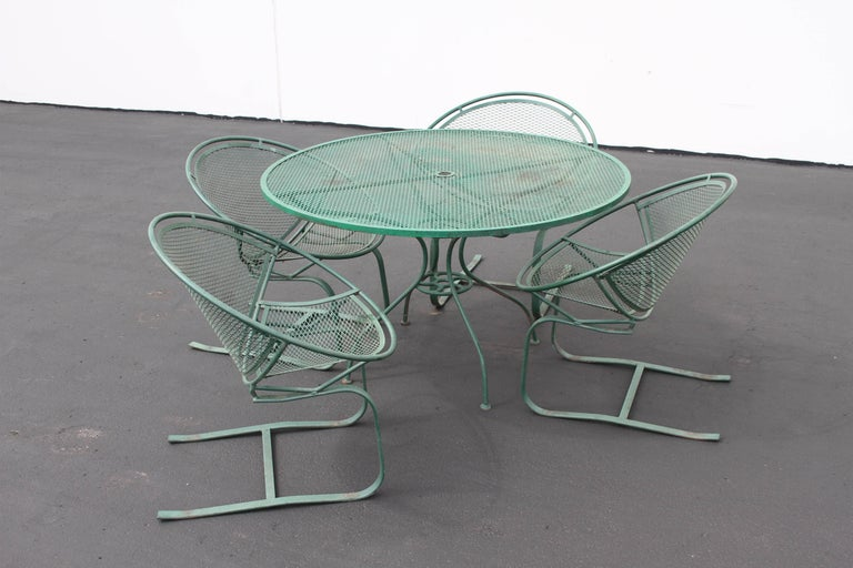 Mid-Century Modern Salterini Patio Set Table with Four Radar Chairs For Sale 2