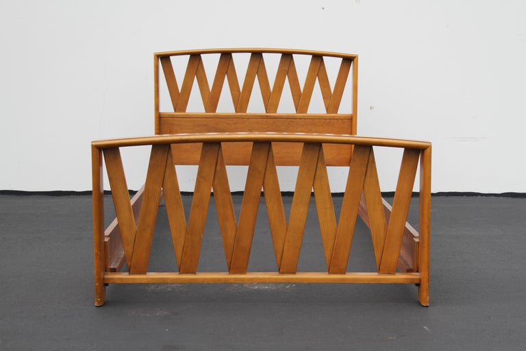 Mid-Century Modern Pair of Paul Frankl for Johnson Furniture Twin Beds For Sale