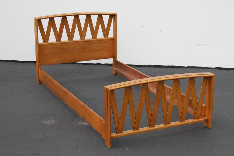 Pair of Paul Frankl for Johnson Furniture Twin Beds In Good Condition For Sale In St. Louis, MO
