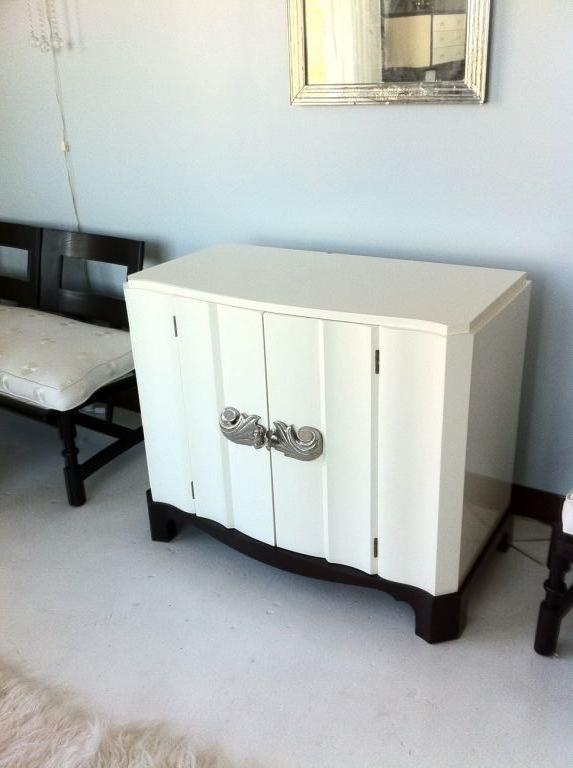 Dorothy Draper, Serpentine Commode with Nickel Bronze Hardware 3