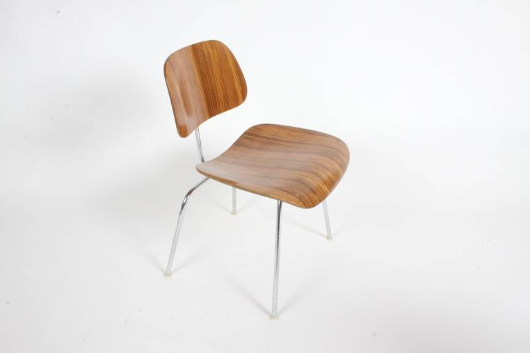Mid-Century Modern Pair of Charles Eames for Herman Miller Zebrawood DCM Chairs, Rare For Sale