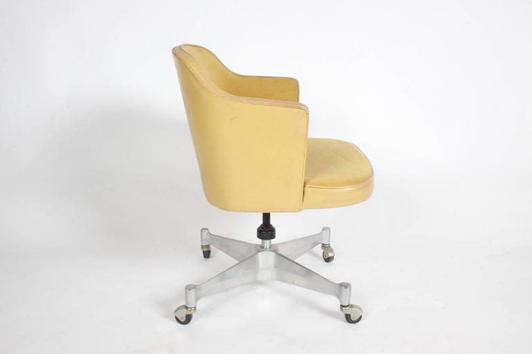 George Nelson for Herman Miller Low Desk Chair In Good Condition For Sale In St. Louis, MO