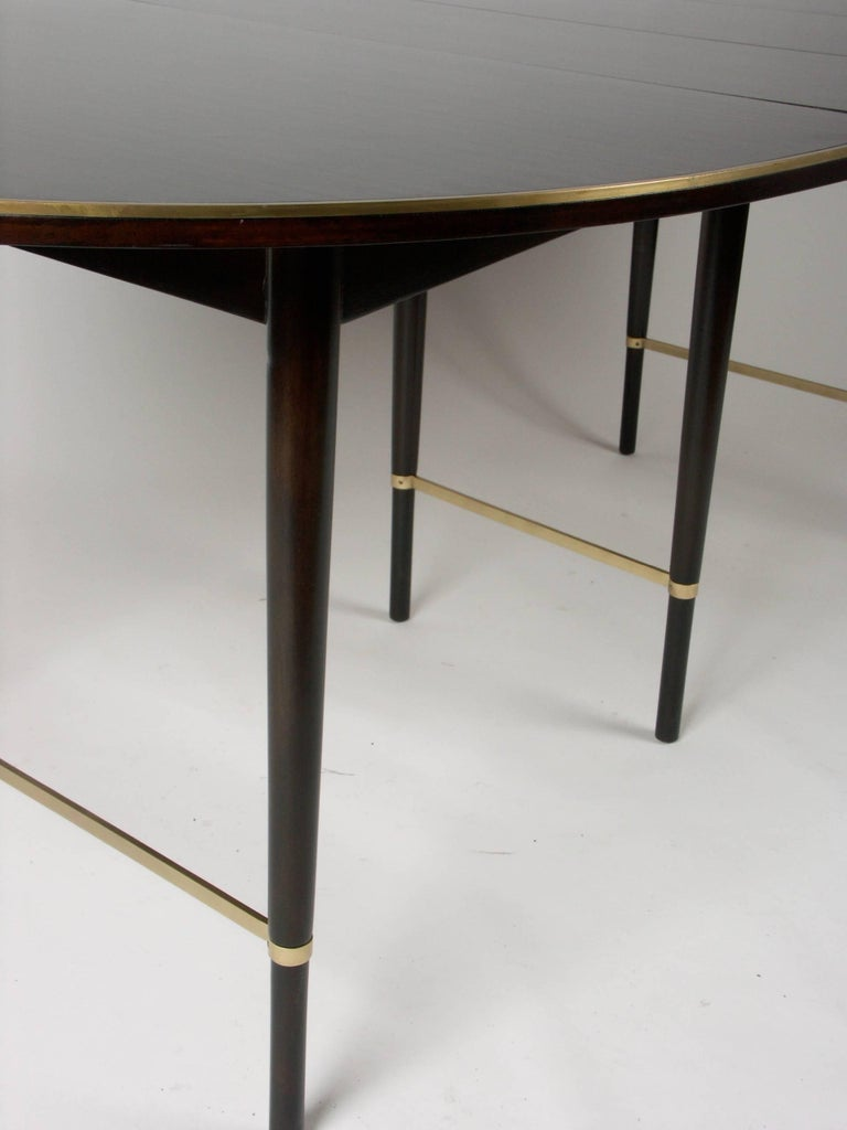 Large Paul McCobb Oval Mahogany and Brass Dining Table with Six Leaves In Excellent Condition For Sale In St. Louis, MO