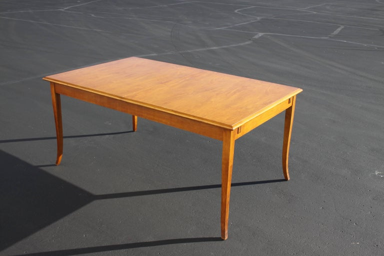 Mid-Century Modern T.H. Robsjohn-Gibbings for Widdicomb Saber Leg Dining Table with Built in Leaves For Sale