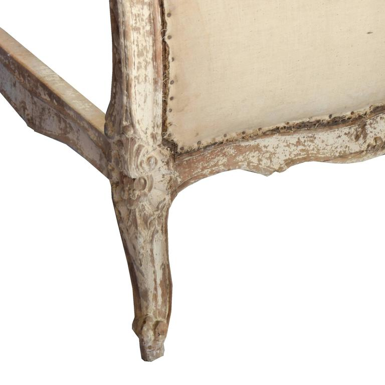Muslin French Louis XV Style Carved Wood Daybed For Sale