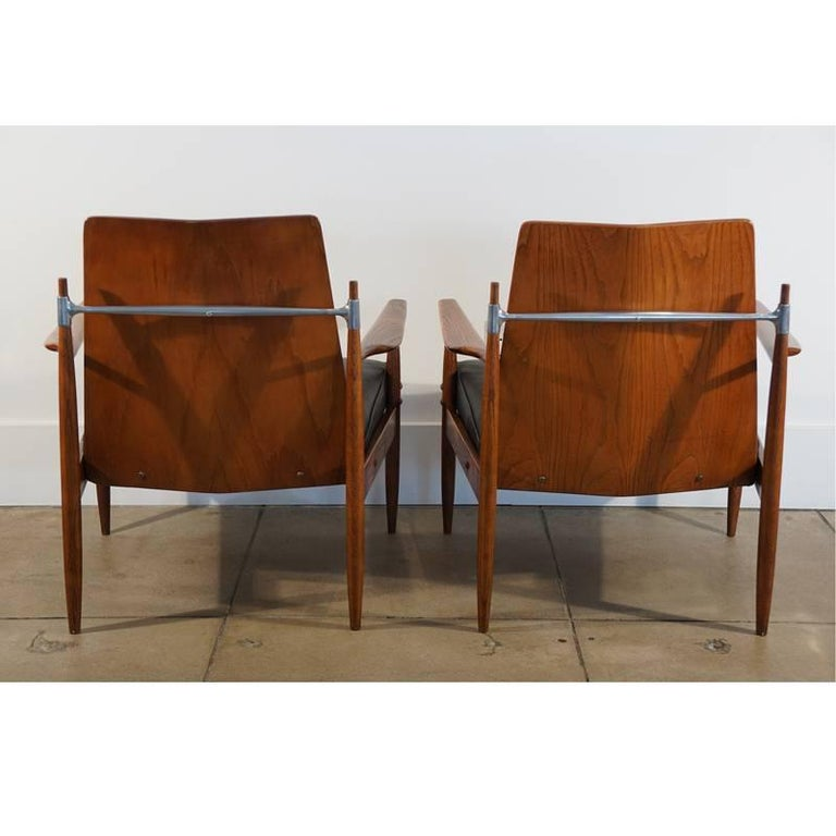 Rare Pair of Mid-Century Modern Red Elm Chairs 5