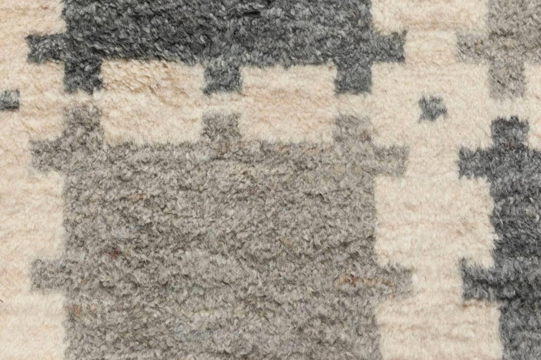 Scandinavian Design geometric gray hand knotted wool pile rug Size: 4'10