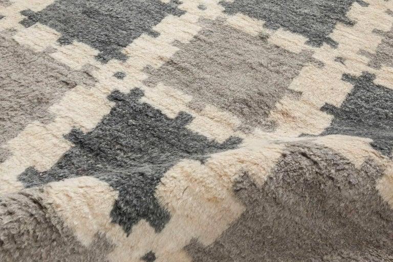 Scandinavian Modern Scandinavian Design Geometric Gray Hand Knotted Wool Pile Rug For Sale