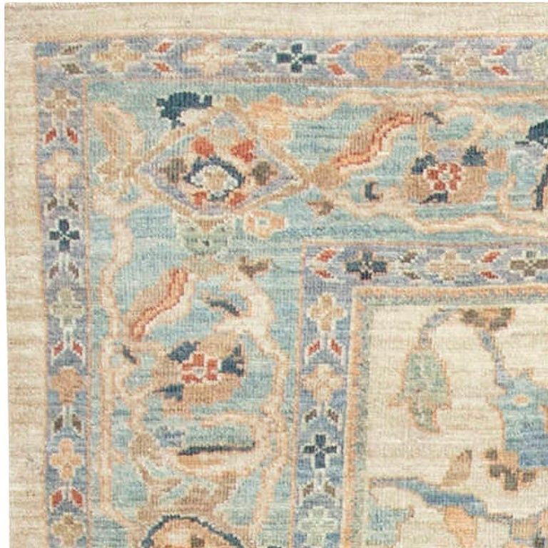 Traditional Sultanabad Design Beige, Blue, Brown, Green & Red Rug In New Condition For Sale In New York, NY