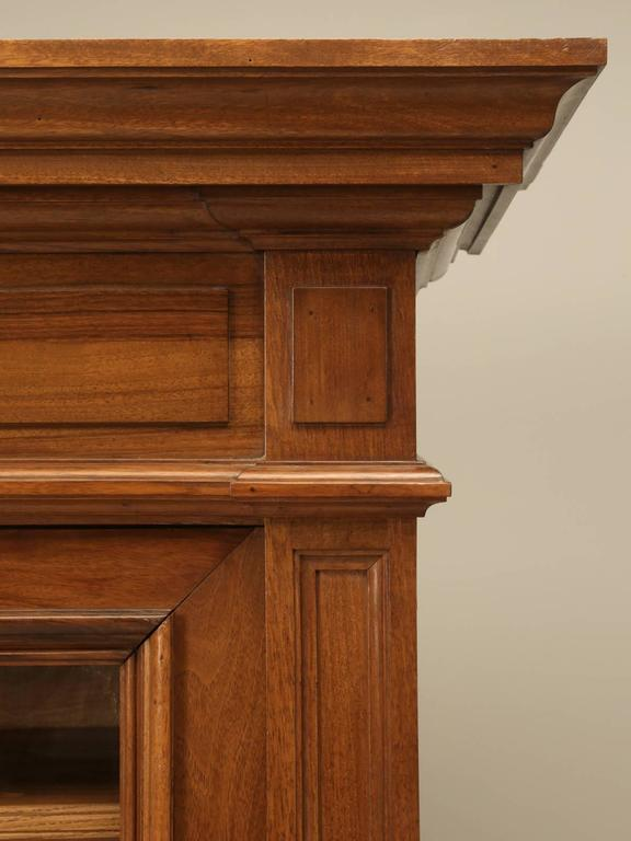 Antique French Bookcase in Solid Walnut For Sale 1