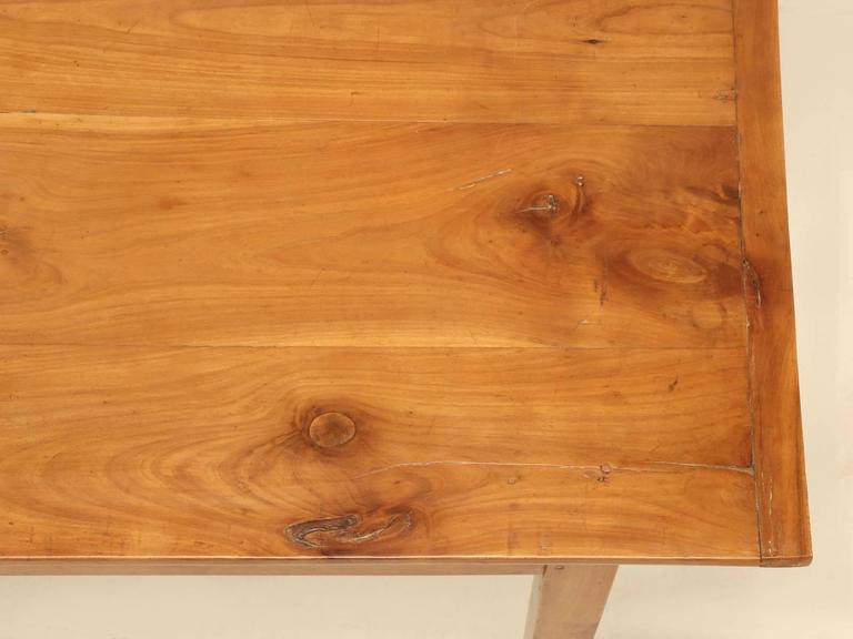 Antique Country French Farm Table or Kitchen Table in Cherry Wood In Good Condition For Sale In Chicago, IL