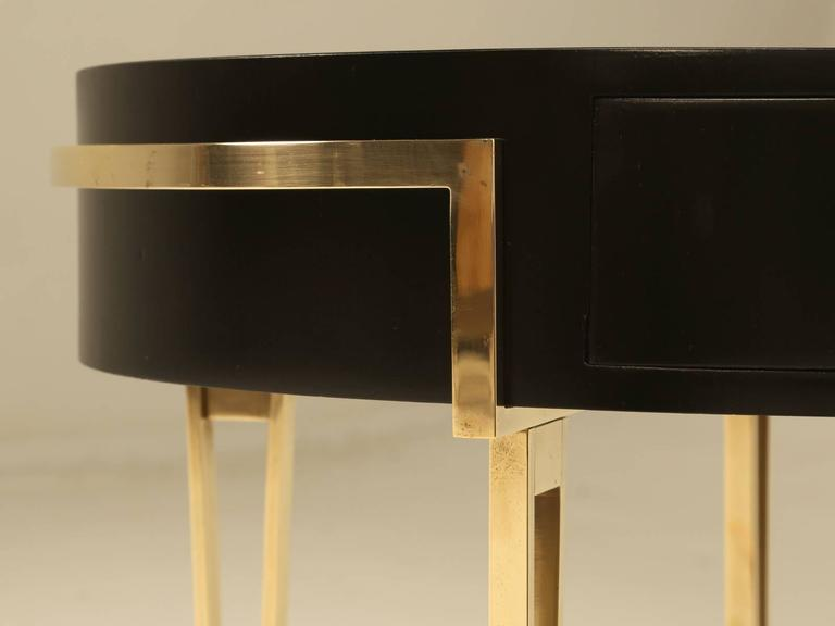 Pair of Ebonized Mid-Century Modern End or Side Tables In Excellent Condition For Sale In Chicago, IL