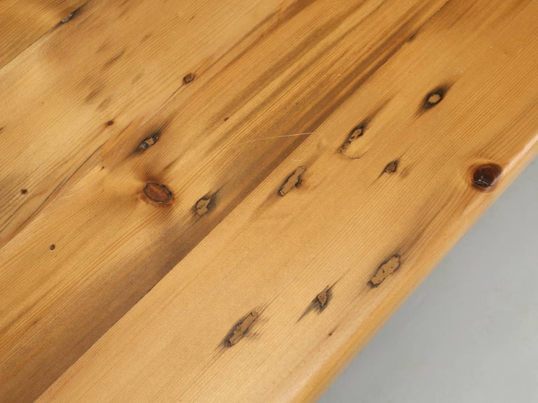 British English Pine Farm Table from the Main Pine Company, England For Sale