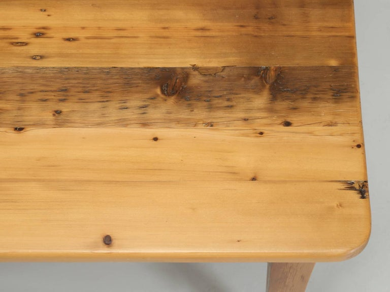 English Pine Farm Table from the Main Pine Company, England In Good Condition For Sale In Chicago, IL