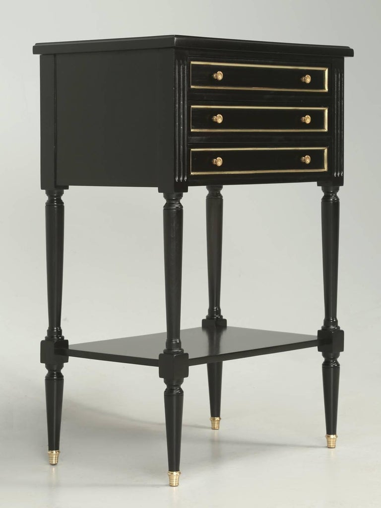 French Louis XVI Style Ebonized Nightstand or Side Table In Good Condition For Sale In Chicago, IL