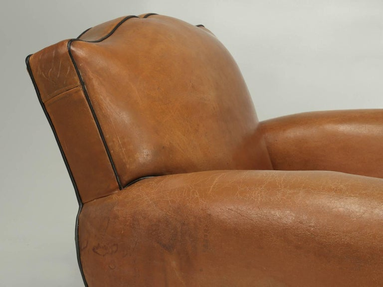 French Club Chairs in Their Original Leather, Fully Restored In Good Condition For Sale In Chicago, IL
