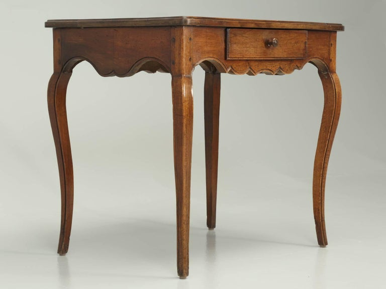 Antique French Louis XV Style Ladies Writing Table or Small Desk In Good Condition For Sale In Chicago, IL