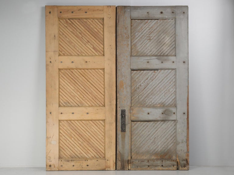 Antique American Garage or Barn Doors, circa 1890s For Sale 3 - Antique American Garage Or Barn Doors, Circa 1890s For Sale At 1stdibs