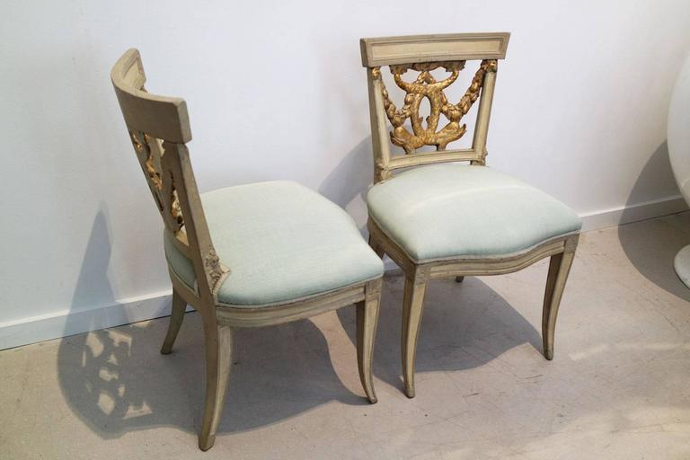 18th Century Pair of Italian Neoclassical Painted and Partial Gilt Side Chairs For Sale