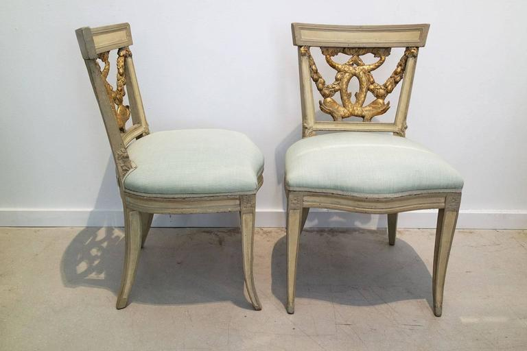 Pair of Italian Neoclassical Painted and Partial Gilt Side Chairs In Good Condition For Sale In West Palm Beach, FL