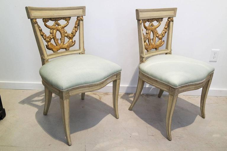 Carved Pair of Italian Neoclassical Painted and Partial Gilt Side Chairs For Sale