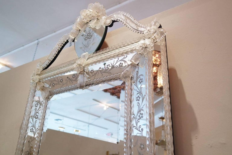 Vintage Italian Venetian Mirror In Good Condition For Sale In West Palm Beach, FL