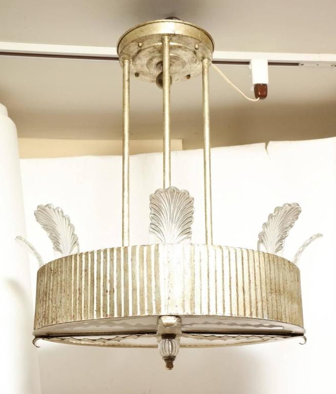 The Eltham Single-Tier Pendant Fixture In Excellent Condition For Sale In New York, NY