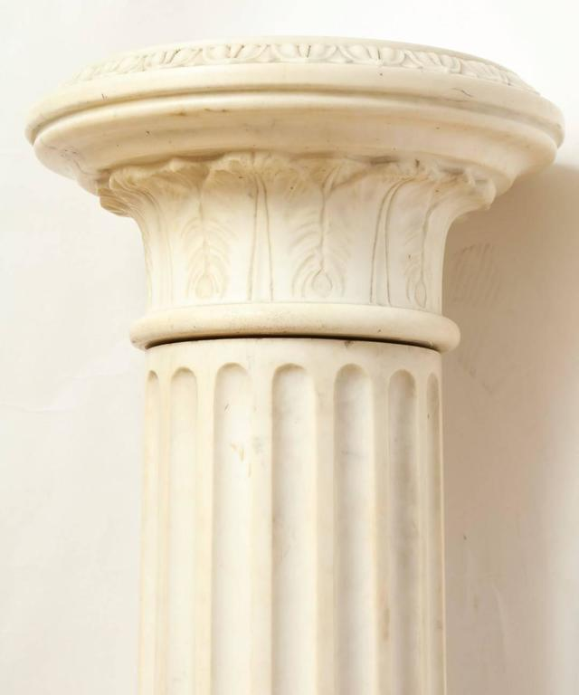 A Marble Corinthian Capital Architectural Pedestal In Good Condition For Sale In New York, NY