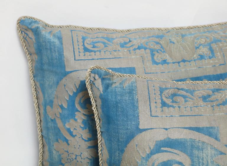 Set of Three Fortuny Fabric Cushions in a Neoclassical Pattern In Excellent Condition For Sale In New York, NY