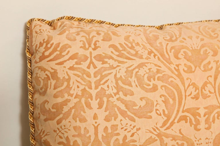 Pair of Fortuny Fabric Cushions in the Lucrezia Pattern In Excellent Condition For Sale In New York, NY