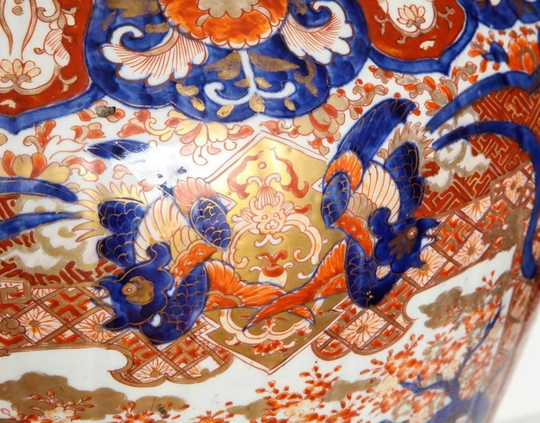 Large Imari Jardiniere In Good Condition For Sale In New York, NY