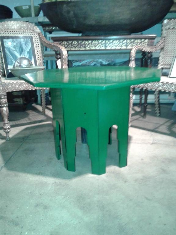An octagonal green-lacquered side table / end table from Thailand. Hinged detachable  base, which can be folded for storage. Makes a fabulous accent to any room.