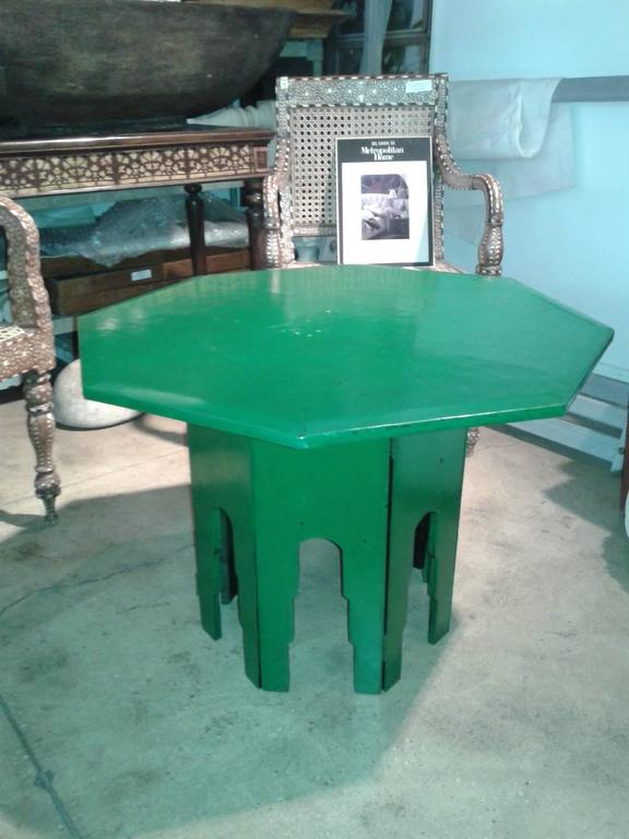 Green Octagonal Side Table  In Excellent Condition For Sale In New York, NY
