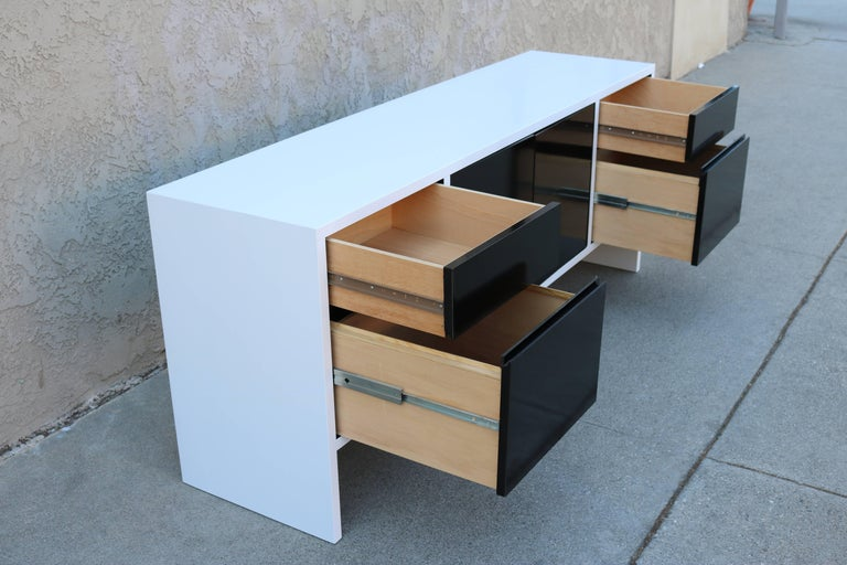 American Milo Baughman White Lacquered Credenza with Contrast Doors For Sale
