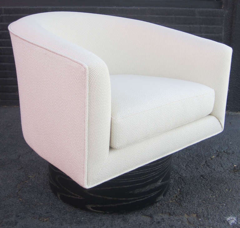 Pair of Swivel Chairs with Cerused Base In Excellent Condition For Sale In Los Angeles, CA