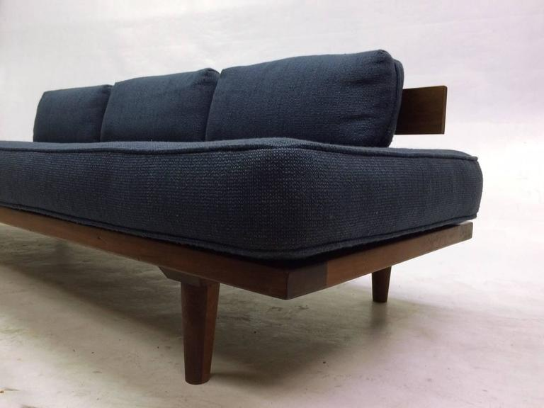 Mid century modern danish daybed at 1stdibs for Mid century modern day bed