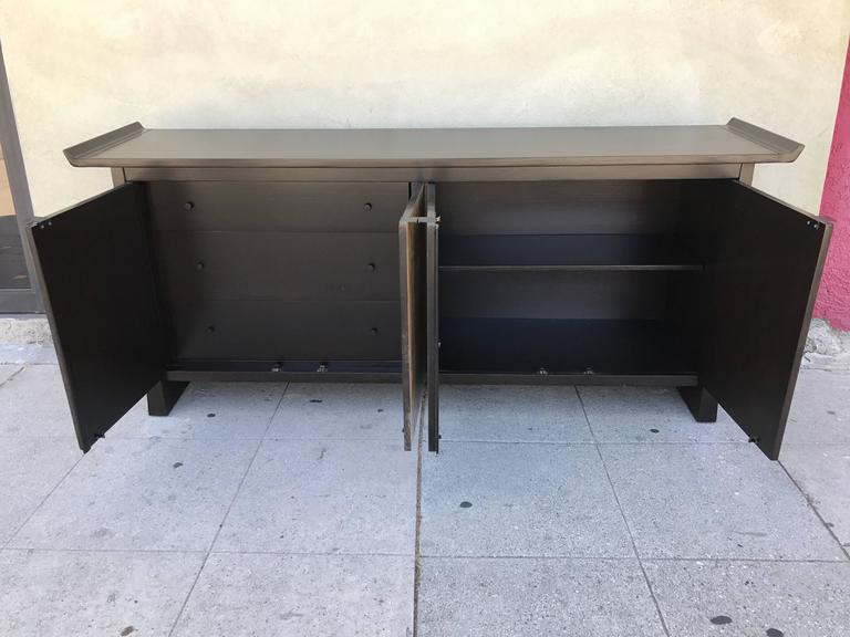 Two-Tone Asian Flair Walnut Sideboard by Bernhardt In Excellent Condition For Sale In Los Angeles, CA