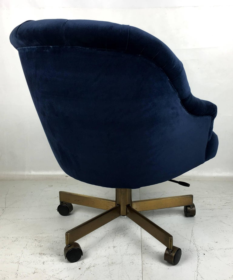 Tufted Velvet Executive Swivel Chair by Edward Wormley for Dunbar In Excellent Condition For Sale In San Leandro, CA