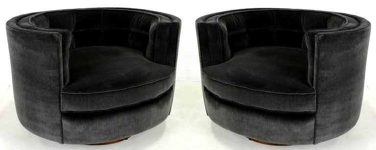 Pair of Oval Swivel Lounge Chairs with Walnut Swivel Bases by Milo Baughman 2