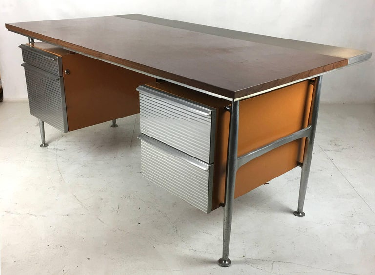 Mid-Century Modern Iconic Modernist Executive Desk by Welton Becket For Sale